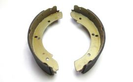 Raptor 4x4 Handbrake Shoes For Land Rover Defender, Discovery, RRC up to 1994